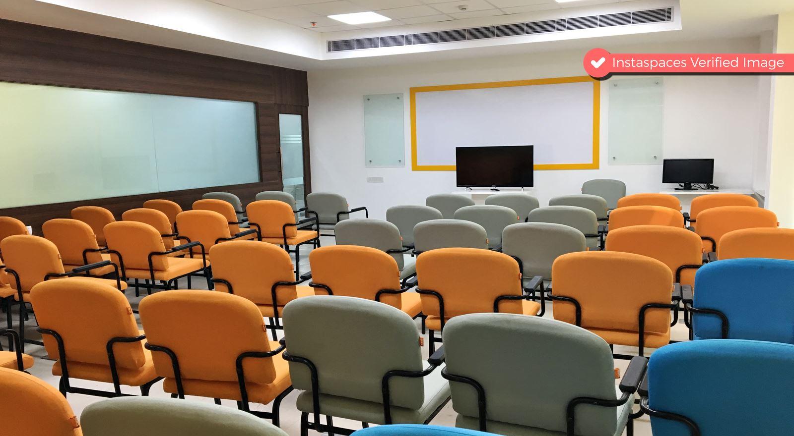 100 Seater Training Room near Huda City Center Metro Station